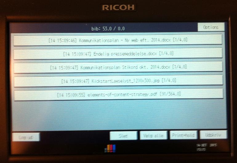 Billede af display på printer som viser dokumenter der skal skrives ud
