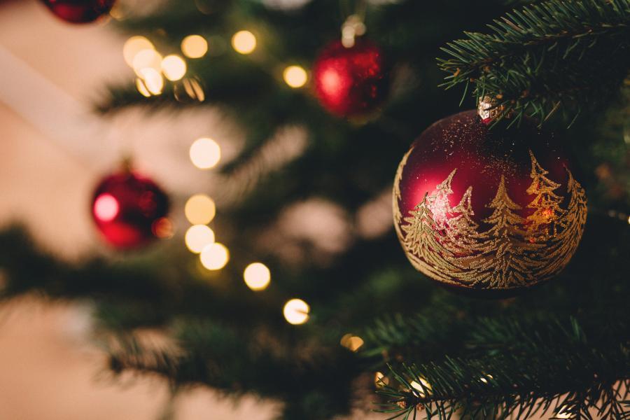 Julens åbningstider - Juletræ